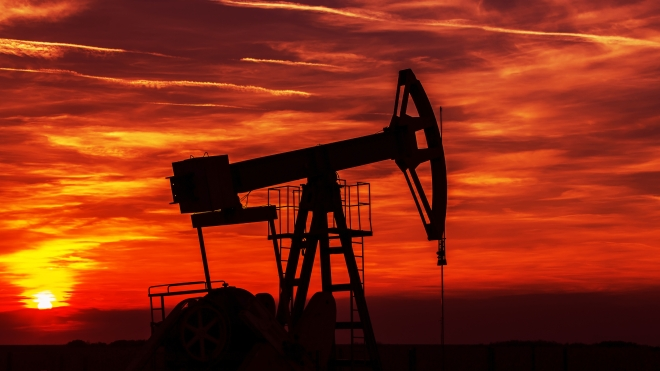 © Cta88 | Dreamstime.com - Operating Oil And Gas Well Contour, Outlined On Sunset Photo