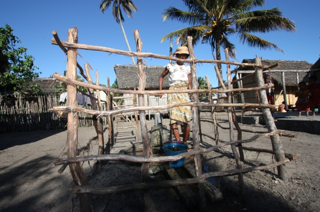 Bamboo shelters and protected water sources can mitigate risks during and following a disaster ©EU/ECHO Malini Morzaria
